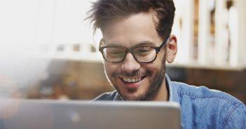 Online Chatrooms Open New Era in Friendship Building